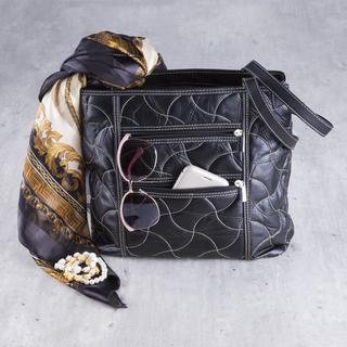 Damska pikowana torebka czarna