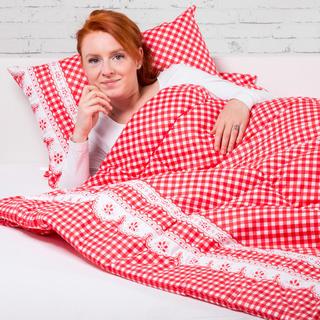 Zestaw letniej kołdry 140 x 200 cm i poduszki 40 x 60 cm MATYLDA czerwona